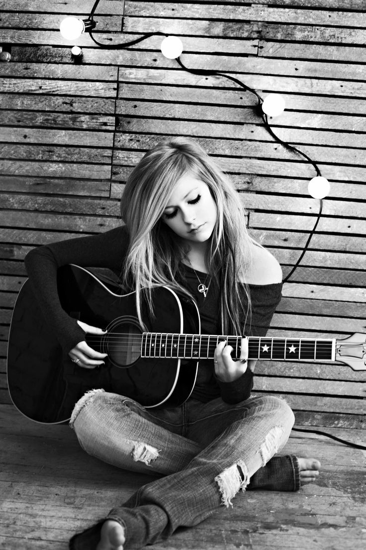 Avril Lavigne - I've been a true fan of hers since her first CD came out in 2002... love her style!