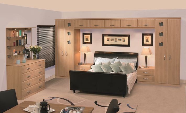 The Natural Oak Euroline bedroom design offers a contemporary look and is a stylish way to keep your bedroom organized. This bedroom features a traditional bed bridge and includes bedside drawers.