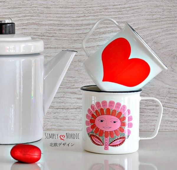 Finel Arabia Daisy enamel mug  pattern designed by Esteri Tomula. Daisy emalimuki.