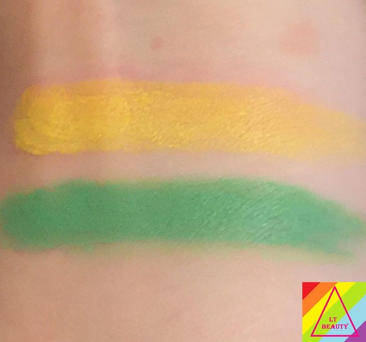 Swatch of New Yolk City (top) and Mint To Be (bottom) without flash