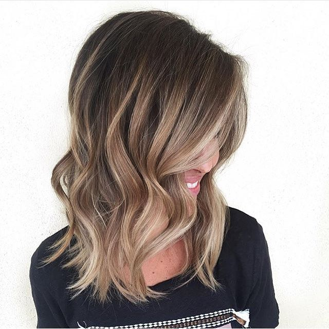 Beautiful bronde and caramel lights. Color by @hairbymarissasue #hair #hairenvy #haircolor #bronde #balayage #highlights #newandnow #inspiration #maneinterest
