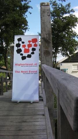 De brug waarover alle bezoekers binnen kwamen bij Watergoed, de locatie waar The Next Event plaats vond.