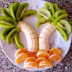 Palmeras de kiwi, banano y mandarina.