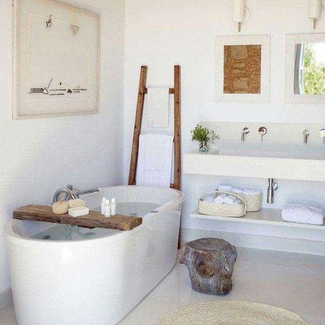 « Un peu de détente pour clôturer une dure semaine? #inspiration #salledebain #bathroom #relaxation #cocooning #dimanchesoir #decorationideas #deco… »