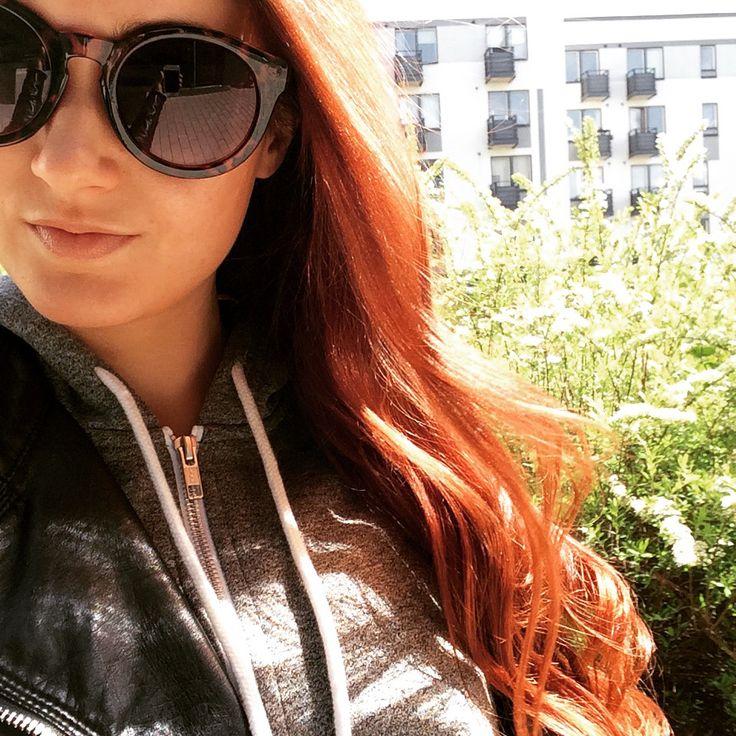Round sunglasses and mahogany hair