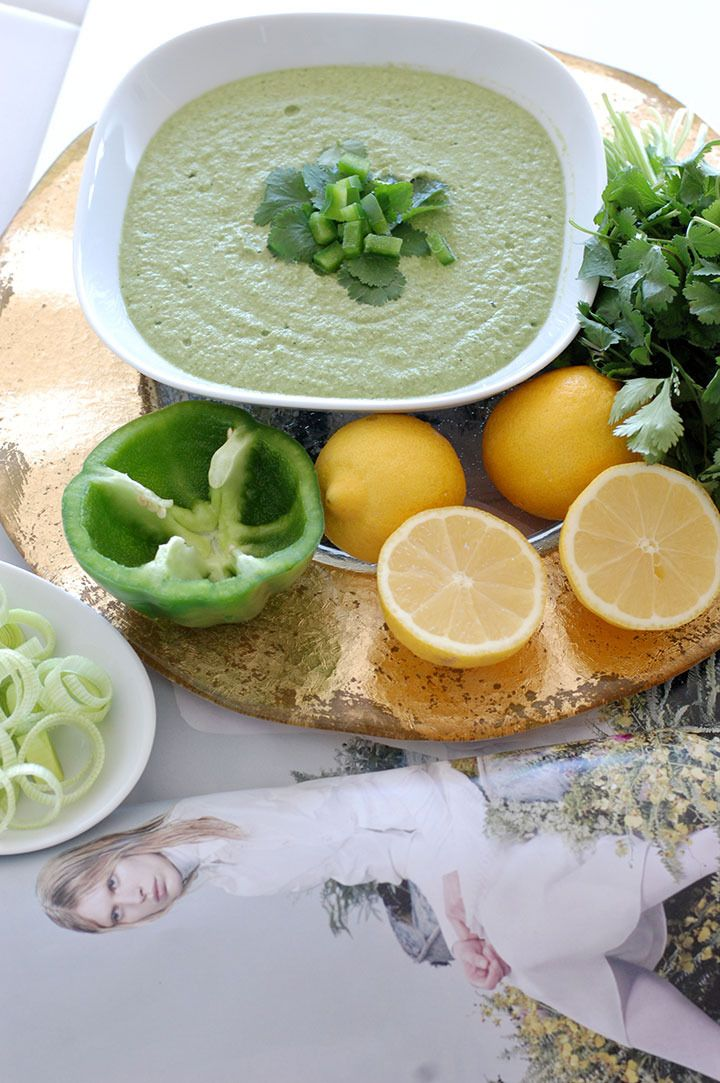 The Global Girl Raw Food Recipes: Raw Hummus with zucchini, cilantro and a secret ingredient! It's vegan and contains no bean.