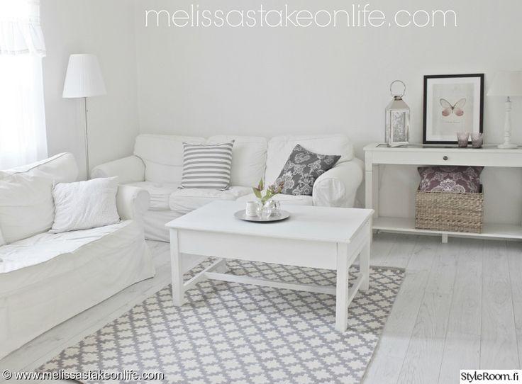 valkoinen sisustus,olohuone,rauhallinen,tyyni,vaalea