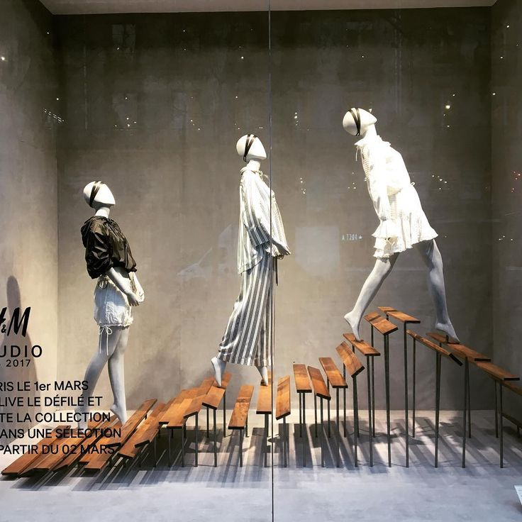 """H&M HENNES&MAURITZ, Paris, France, """"Look up there?.... That's the sky!"""", photo by The Window lover, pinned by Ton van der Veer"""