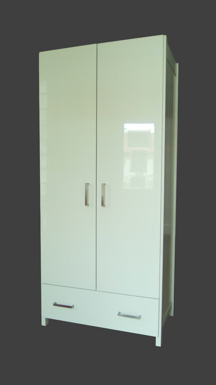 Fehér szekrény magasfényű ajtóval