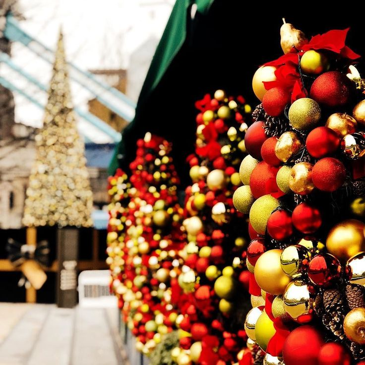 I adore how all The Ivy restaurants all decorate so elaborately for Christmas  @ivytowerbridge