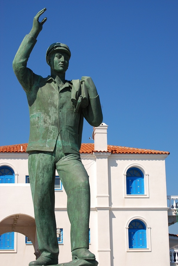 "The statue of the ""Unknown sailor"""