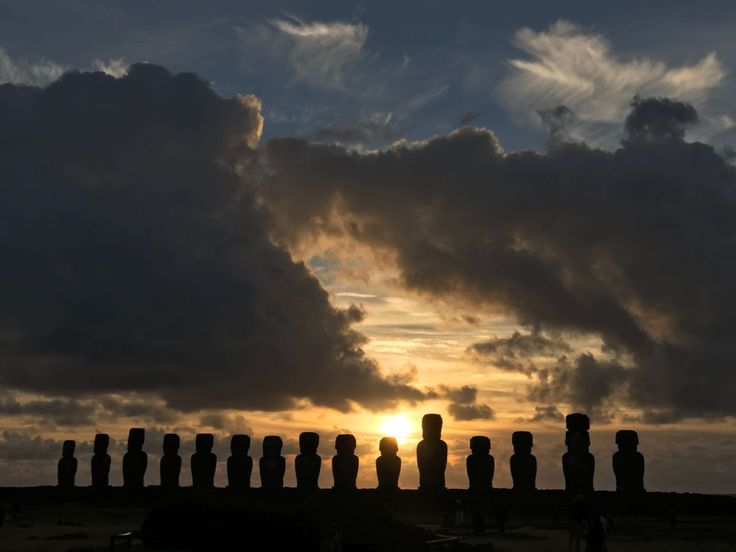 """Between December 21st, """"summer solstice"""", and March 21st, """"autumn equinox"""", the sun rises through the back of the Ahu, among its gigantic stone sculptures, offering spectacular and unforgettable images. Come and join us in our private tour: """"Tongariki sunrise"""" and start your day with this incredible experience!"""