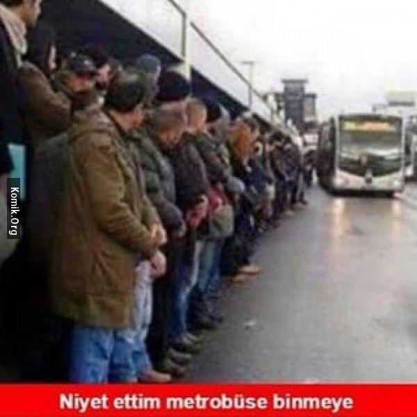 metrobüs beklerken