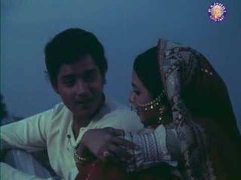 """Bade Achhe Lagte Hain, from Balika Badhu, playback by Amit Kumar, music by Rahul Dev Burman, lyrics by Anand Bakshi, picturised on Sachin & Rajni Sharma // """"...o maajhi re / jaiyo piyaa ke des..."""""""
