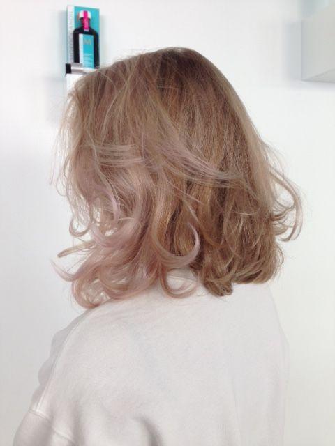 Mooi halflang haar met pastel roze tinten van Fudge Paintbox @ Arena Bladel #Fudge #halflanghaar #arena Helemaal leuk!