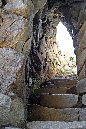 Nuraghe S'Ortali 'e su Monti - Tortolì  La scala che conduce al piano superiore