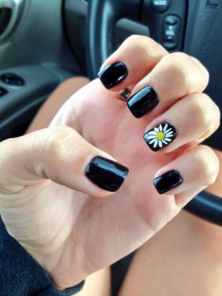 Black daisy acrylic nails