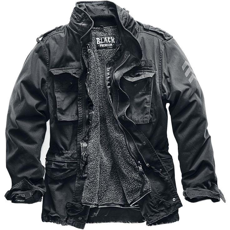 """""""Black Premium by EMP"""" - M65 Giant"""" Jacke Ideal für den Winter durch die mit einem Reißverschluss austrennbare gesteppte Innenjacke aus Nylon und einem warmen Teddy-Innenfutter. Die Außenjacke ist aus hochwertiger, gewaschener Baumwolle und kann ohne Futter auch als Übergangsjacke im Frühjahr und Herbst getragen werden. Typisch M65 hat auch die Giant zwei große Brusttaschen, zwei geräumige Pattentaschen vorne sowie eine versteckte Baumwollkapuze mit Kordelzug und Schulterriegel mit…"""