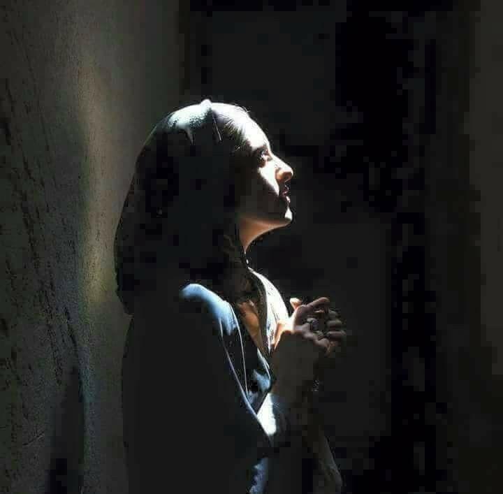 Inej In Her Prayers Soc Lovely Girl Image Islamic Girl Portrait Poses