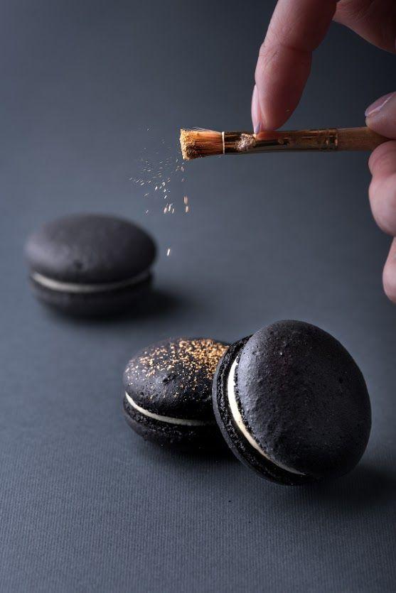 Black macarons by Oksanka: https://goo.gl/bHDI1q #dessert