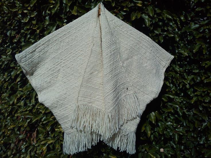 Ruana color crudo en lana rústica