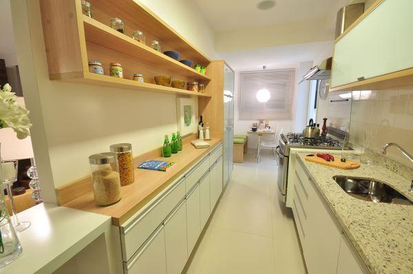 Prateleiras abertas na cozinha