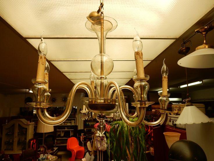 Te koop goed onderhouden art deco kroonluchter met loodglas. De kroonluchter is voorzien van 6 armen met kaarslampjes. Door het mooie design een eyecatcher in uw huis. Zie ook de advertentie van de art deco kroonluchter met 8 armen. Een mooie set. Prijs € 245.00.