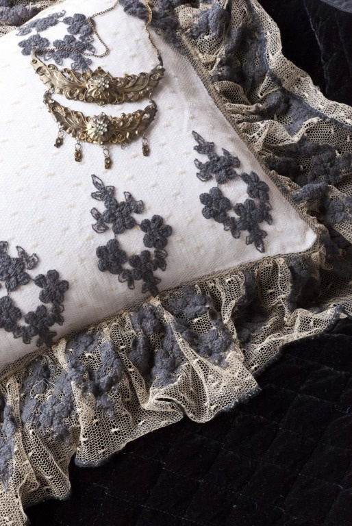 from Belle Notte Linens: Pillows Covers, Lace Pillows, Linens Boudoir, Beautiful Nott, Olivia Lace, Throw Pillows, Pillows Shams, Nott Linens, Boudoir Pillows