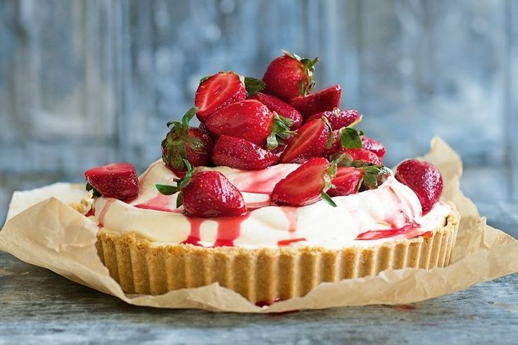 Pile-it-high strawberry ice cream pie