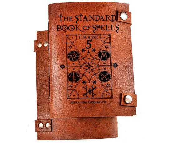 Libro degli incantesimi  libro di Harry potter di BlankLeather