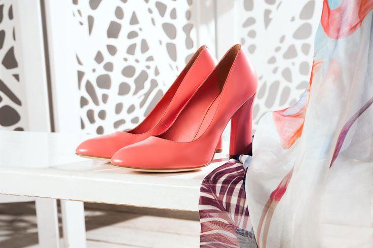 Кожаные туфли на высоком каблуке. Модель актуального розово-карамельного цвета. Удобная колодка и зауженные нос — воплощение идеальной пары.