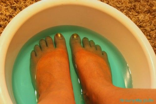 She soaks her feet in Listerine– When you see what happens you will be amazed!