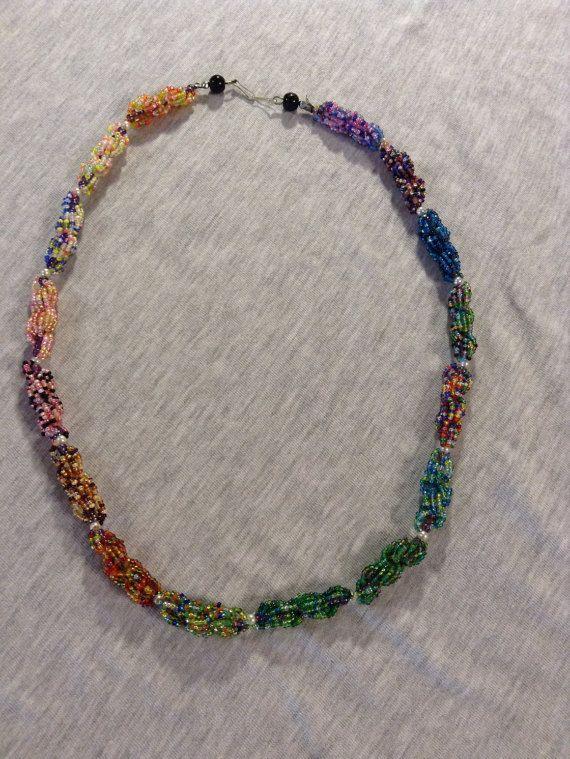 bunte Halskette von Perlenkreationen auf Etsy