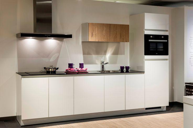 Moderne keuken Greeploos en in rechte opstelling. Eens wat anders? Bovenkastjes zijn uniek! | DB Keukens