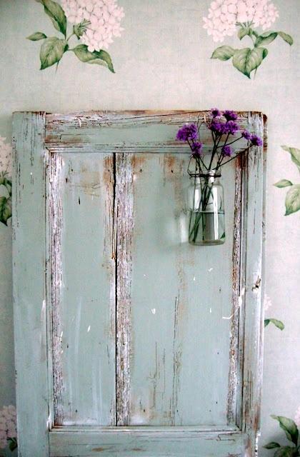distressed wood. simple & cute. @Charlotte Brockman