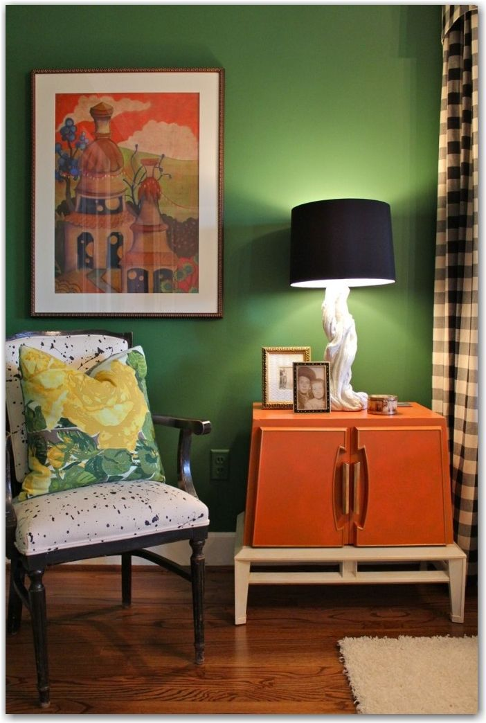 kelly green walls for guest room with black & white stripe window treatment
