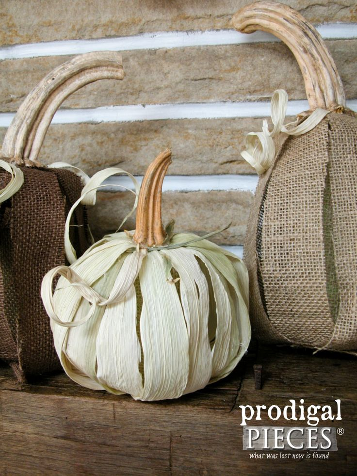 Make a Rustic Farmhouse Pumpkin from Corn Husk with this Tutorial by Prodigal…