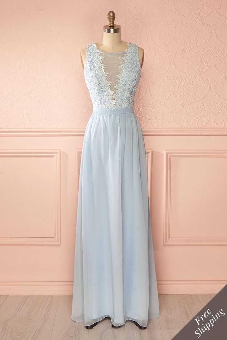Robe bleu clair maxi broderies billes perles décolleté plongeant - Light blue maxi dress embroideries pearls plunging neckline