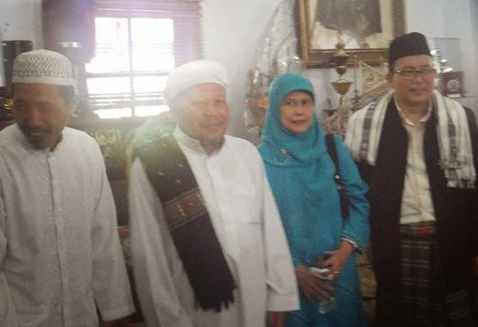 Khidmat Ilmiah Manaqib Bulan Rabiul Awwal 1435 H. (Oleh: KH.Wahfiudin Sakam,SE.,MBA.) - Dokumen Pemuda TQN Suryalaya News