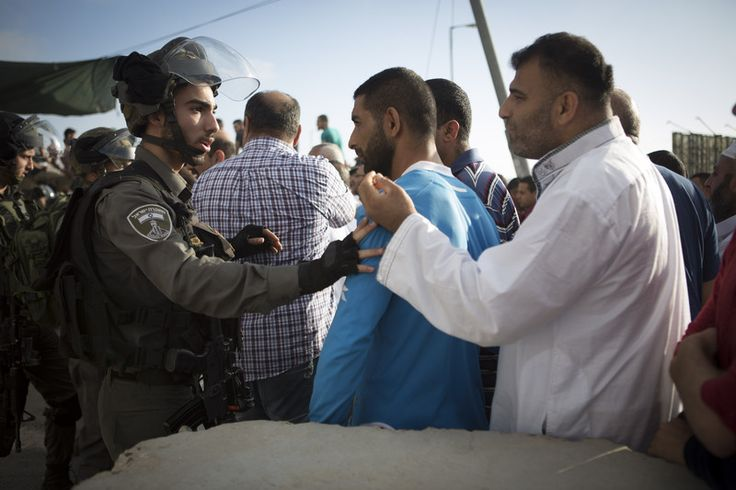 Jalal Abukhater Rights and Accountability 14 July 2016 Israeli border police push Palestinian men as they try to cross through the Qalandiya checkpoint, between the cities of Jerusalem and Ramallah… https://winstonclose.me/2016/07/15/city-of-fear-by-jalal-abukhater/