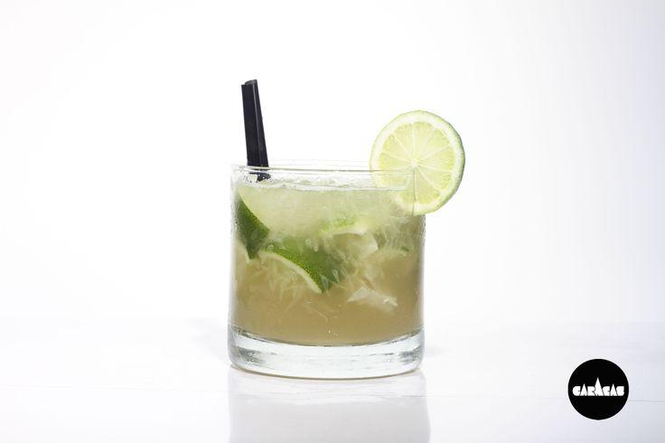 #TragoCB Caipirisima: Vodka Smirnoff + Cachaça Velho + Ron + Lima + Azúcar
