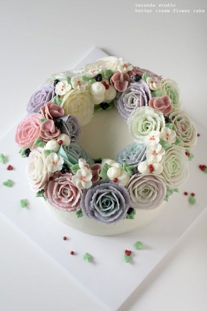 VERANDA STUDIO Butter cream flower cake