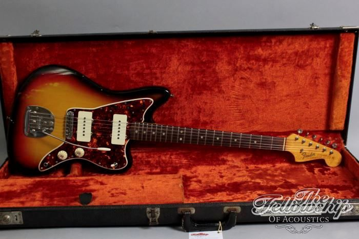 """1965 Fender® Jazzmaster® ($8.350) L series, 3-tone sunburst, Jazzmaster® in excellent conditionn. Alder body, maple neck with rosewood fingerboard, dot markers, 21 frets, all original pickups and electronics, hardware and plastics, tremolo, tuners up to the screws. Killer Indo rock sound! 41.7 mm (1 21/32"""") width at the nut, 650mm (25 1/2"""") scale. Guitar with the original -no logo- Fender® hardcase."""