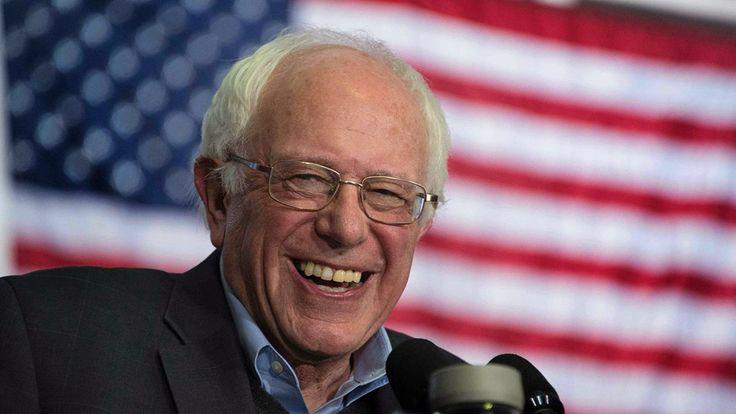 """""""I Sanders vision av demokratisk socialism så kan ett samhälle som saknar grundläggande jämlikhet och rättvisa för varje individ inte betraktas som ett demokratiskt samhälle på ett meningsfullt sätt. Verklig, levande demokrati leder i riktning mot socialism. För miljontals amerikaner idag är Sanders idé om demokratisk socialism ingenting mindre än den amerikanska drömmen (""""the American Dream"""")."""""""