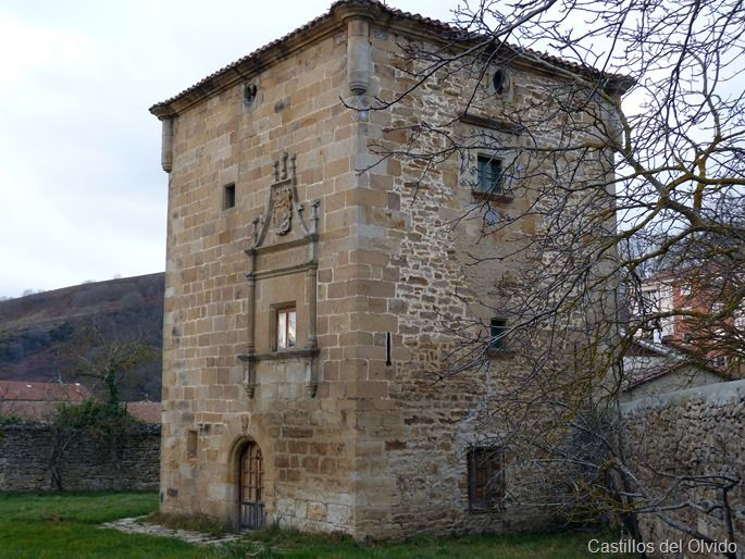 La torre de los Azulejos se encuentra en la calle de los Monteros de la localidad de Espinosa de los Monteros, en la comarca de Merindades de la provincia de Burgos, Comunidad de Castilla y León, (España).  Mas información: http://castillosdelolvido.es/torre-de-los-azulejos/