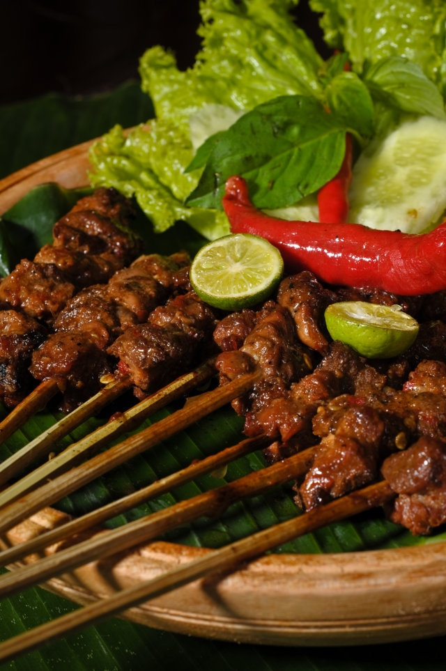 makanan-halal-di-bali-alas-daun1.jpg (640×963)