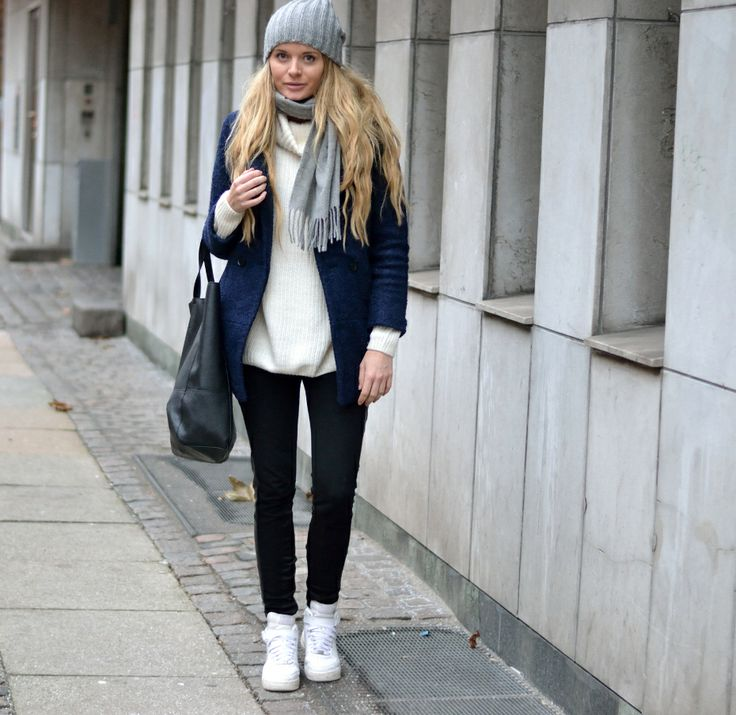 Casual Street Style Outfit Winter Fall Fashion 2014 Nike Sneaker Navy Coat And Fuzzy Warm