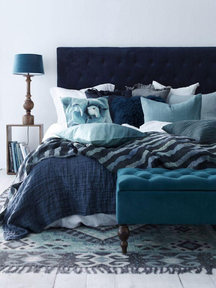 Luo jännittävä kokonaisuus sinisillä sävyillä aina vaaleasta turkoosista tummaan keskiyönsiniseen. Anna sinisten sävyjen valloittaa koko huone! Klikkaa kuvaa, niin näet tarkemmat tiedot.