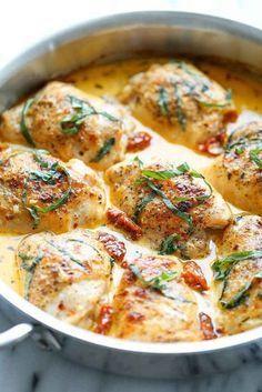 Hühnchen mit einer Soße aus sonnengetrockneten Tomaten