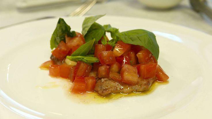 Scaloppine is weliswaar ook een platgeslagen stukje kalfsvlees dat gebakken wordt, maar het is geen schnitzel. Roberto Payer, directeur van …